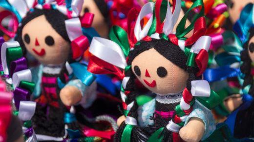 Las muñecas de trapo otomíes son elaboradas en el estado de Querétaro, en el centro de México. GETTY IMAGES