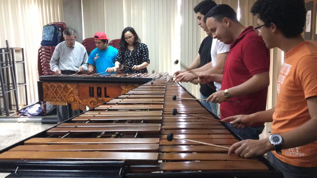 Concierto de marimba, obras de teatro e intervenciones plásticas forman parte del Festival de Arte, de la URL. (Foto Prensa Libre, cortesía)