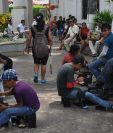 Niños guatemaltecos que no logran llegar a EE. UU. de forma ilegal son obligados a trabajar como lustradores en Tapachula, Chiapas, México, en donde opera una banda de explotadores infantiles. (Foto Prensa Libre: Édgar Octavio Girón)