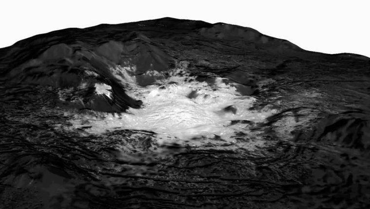Una de las imágenes más nítidas de la sonda Dawn, de la Nasa, sobre los montículos helados en Ceres. (Foto: Nasa)