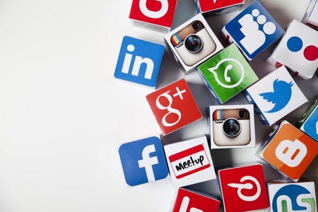 Google y Facebook son propietarias de una gran cantidad de aplicaciones y redes sociales. (Foto Prensa Libre: GETTY IMAGES)