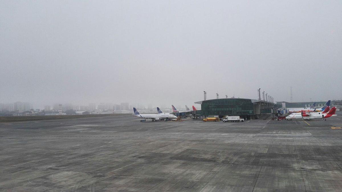 Inmovilizan 21 aeronaves en el aeropuerto La Aurora