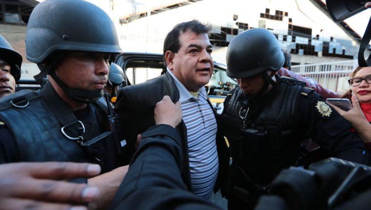 Rony Elías López Jerez, exfiscal del Ministerio Público fue detenido este viernes sindicado de obstrucción a la justicia. (Foto Prensa Libre: Álvaro Interiano)