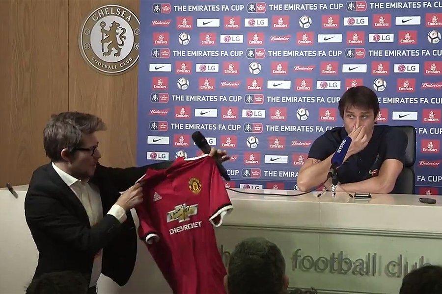 Antonio Conte se negó a recibir la camisola firmada por José Mourinho. (Foto Prensa Libre: Twitter)