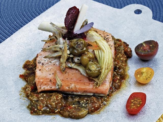 El salmón es un pescado que ayuda a bajar los niveles altos de tensión arterial.(Foto Prensa Libre: Paulo Raquec)