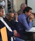 Álvaro Colom (centro) y cuatro de sus exfuncionarios son procesados por los delitos de peculado y fraude. (Foto Prensa Libre: Carlos Hernández)