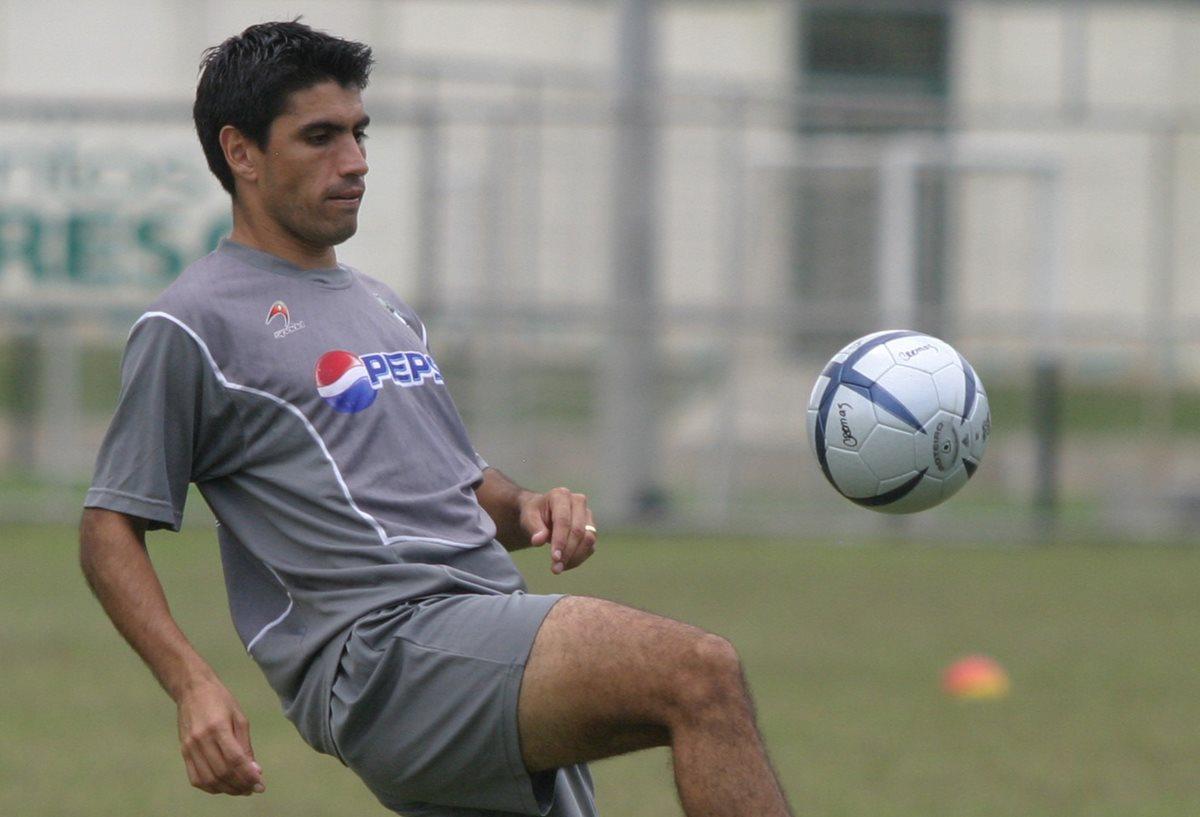 Mauricio Solís estuvo en dos temporadas con Comunicaciones. (Foto Prensa Libre: Hemeroteca PL)