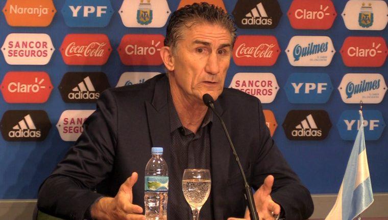Edgardo Bauza se despidió anoche de los medios de comunicación. (Foto Prensa Libre: AFP)
