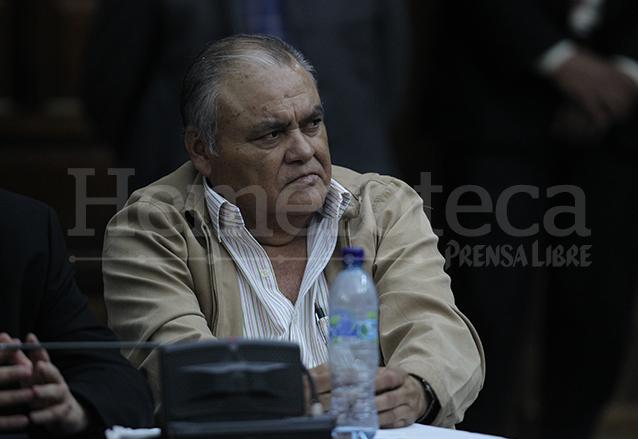 Pedro García Arredondo, ex jefe del Comando Seis de la desaparecida Policía Nacional, escucha la sentencia de 90 años de prisión en su contra por la quema de la embajada española el 19/1/2015. (Foto: Hemeroteca PL)