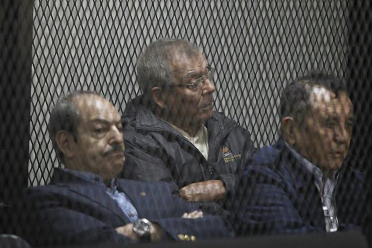 Benedicto Lucas -al centro- durante una audiencia en el 2016, por el caso Molina Theissen en el Juzgado de Mayor Riesgo C. (Foto HemerotecaPL)