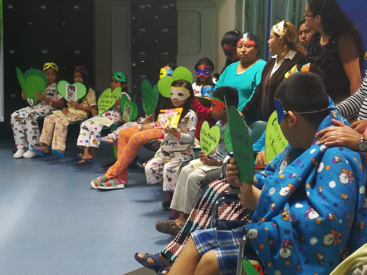 Los alumnos pacientes participaron en varias actividades para evidenciar los logros alcanzados durante el año. (Foto Prensa Libre: Ana Lucía Ola)