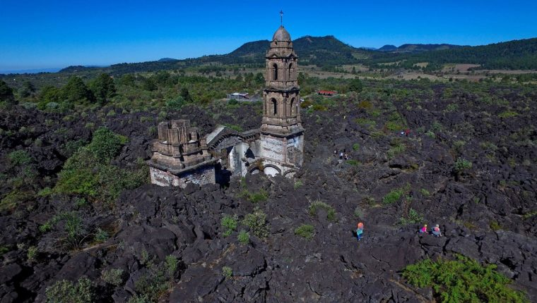 Paricutín el joven volcán que solo le perdonó la vida a una iglesia –  Prensa Libre