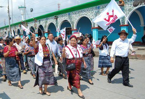 Rigoberta Menchú hizo un recorrido en San Martín Jilotepeque. (Foto Prensa Libre: Víctor Chamalé)