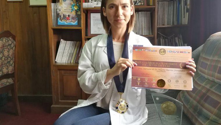 Adriana de los Ángeles Barrios Fernández, médica quetzalteca reconocida con el Prize to the Medical by Achivement for a Better Life. (Foto Prensa Libre: Fred Rivera)