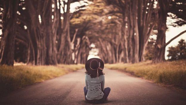 El psicólogo Richard Wiseman aconseja concentrarse en las cosas buenas y seguir nuestros instintos. (GETTY IMAGES)