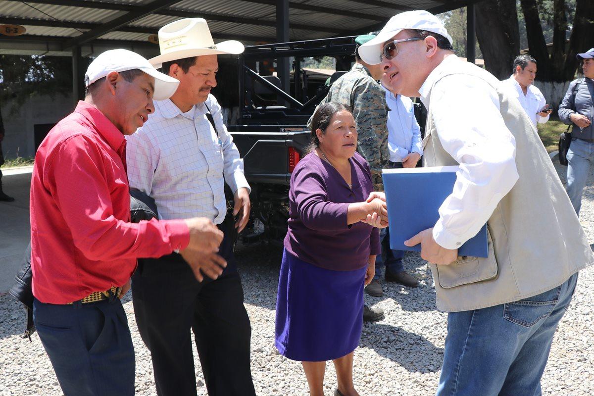 Las autoridades municipales de Ixchiguán y Tajumulco se reunieron con el ministro de Agricultura para retomar los proyectos para sustituir plantaciones ilícitas. (Foto Prensa Libre: Whitmer Barrera)
