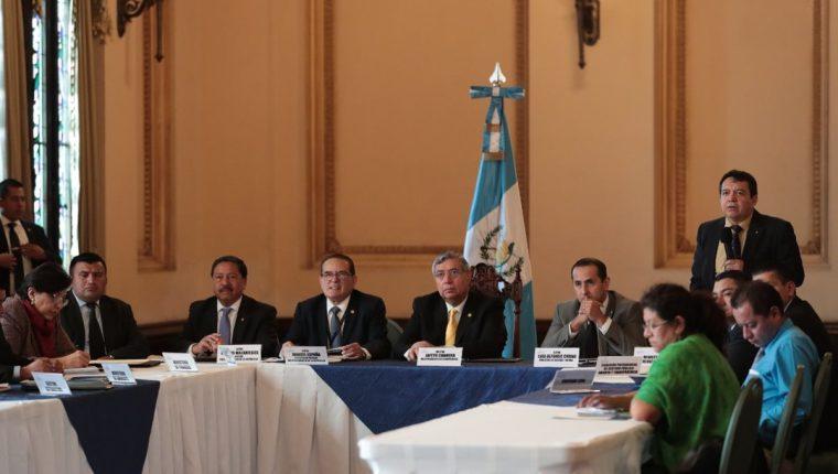 El Ministro de Energía y Minas Luis Chang, participó junto al Vicepresidente Jafeth Cabrera, en la reunión de EITI Guatemala. (Foto, Prensa Libre: Carlos Hernández).