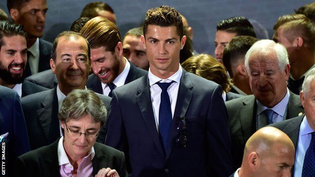 El periódico A Bola publicó la información que Ronaldo quiere dejar al Real Madrid y el fútbol español. GETTY IMAGES