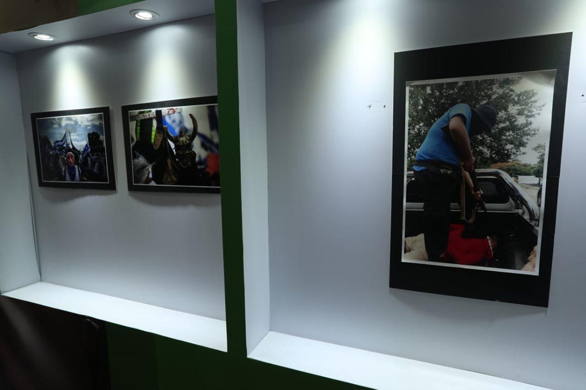 La exposición reúne fotos profesionales y convencionales sobre la represión en Nicaragua. (Foto Prensa Libre: Esbin García)