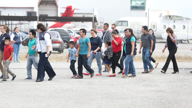 Esta semana llegaron a Guatemala 11 familias de migrantes deportados de Estados Unidos. (Foto Prensa Libre: Hemeroteca PL)