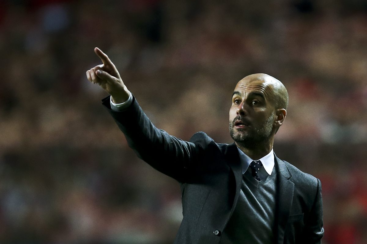El técnico Pep Guardiola llegará a siete temporadas como entrenador tanto con el Barcelona como con el Bayern Múnich. (Foto Prensa Libre: AFP)