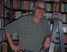 Julio Gálvez fue empleador y maestro de varios libreros. También fue un incansable lector.