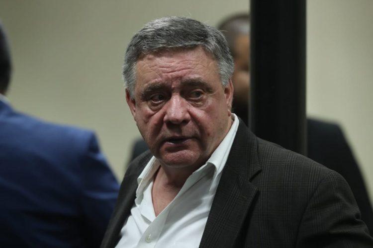 """Después de 40 minutos de lectura de sentencia el juez presidente del Tribunal de Mayor Riesgo C, Pablo Xitumul, explica que """"el principal acusado es Hugo 'Uri' Roitman, quien después de recibir Q20 millones lo repartió a integrantes de la organización""""."""