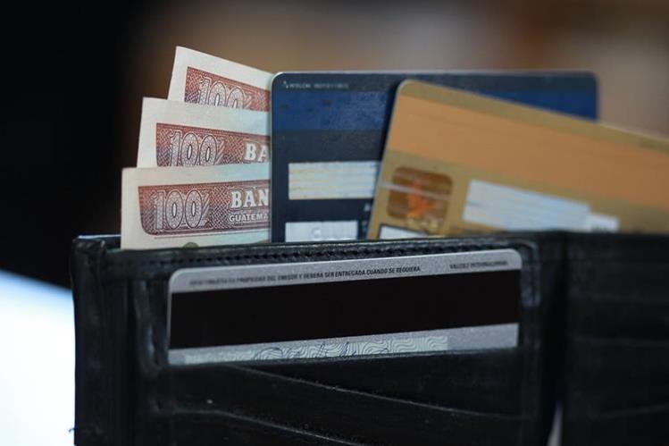 La Ley de Tarjetas de Crédito establecía diversos controles y normativas pero la CC recibió 14 acciones de inconstitucionalidad contra ese decreto. (Foto, Prensa Libre: Hemeroteca PL).