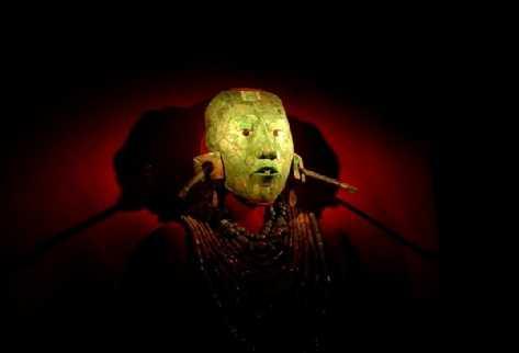 Un centenar de obras de arte mayas, incluyendo célebres máscaras de jade que nunca habían salido de México, se exponen en París
