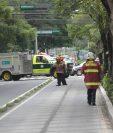 Bomberos y policía cerraron el paso por la 7a. avenida por supuesta bomba en el Ministerio de Trabajo. (Foto Prensa Libre: Erick Ávila)