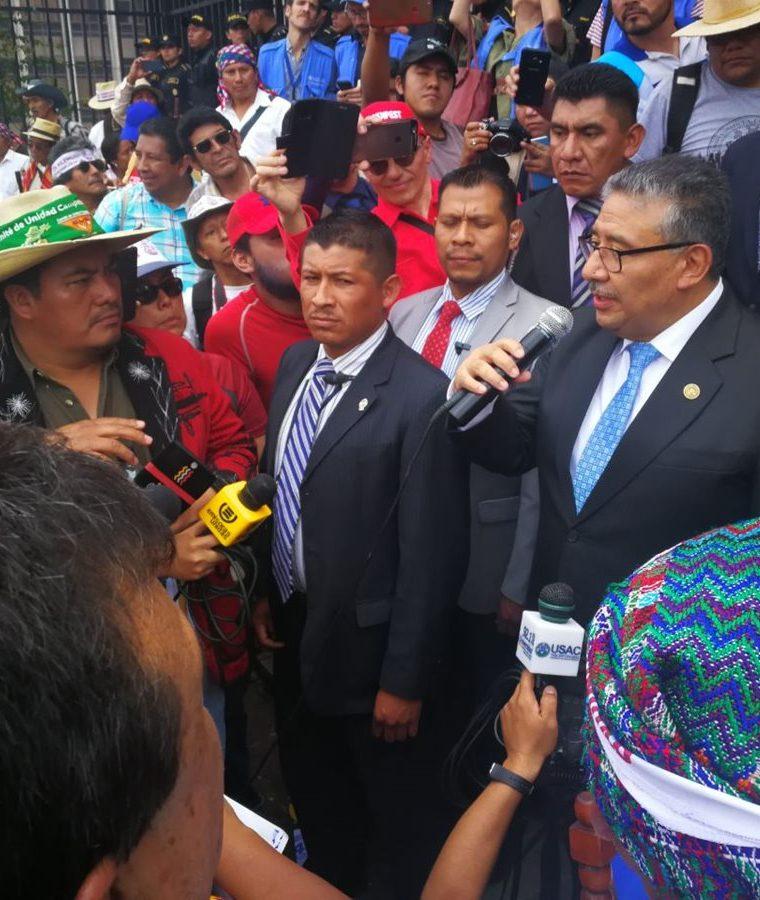 Autoridades indígenas dijeron que les genera dudas cómo se integró la Comisión y la existencia de candidatos que no llenan los requisitos. (Foto Prensa Libre: Estuardo Paredes)