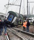 Al menos dos personas murieron por el descarrilamiento de un tren en Milán. (Foto Prensa Libre: EFE)