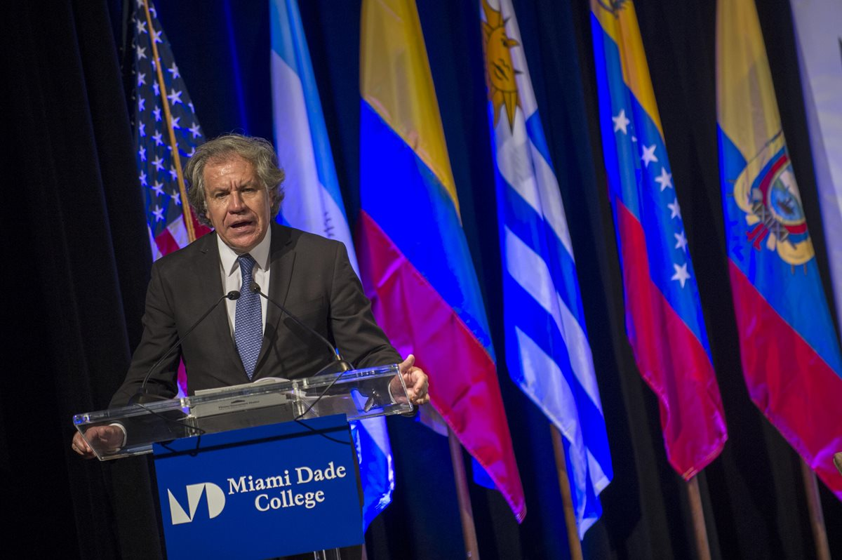 Luis Almagro, secretario general de la OEA, da un discurso en Miami, Florida. (Foto Prensa Libre: EFE)