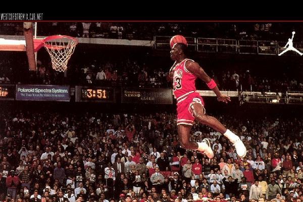 Michael Jordan es la leyenda viviende del baloncesto de la NBA. (Foto Prensa Libre: AS Color)
