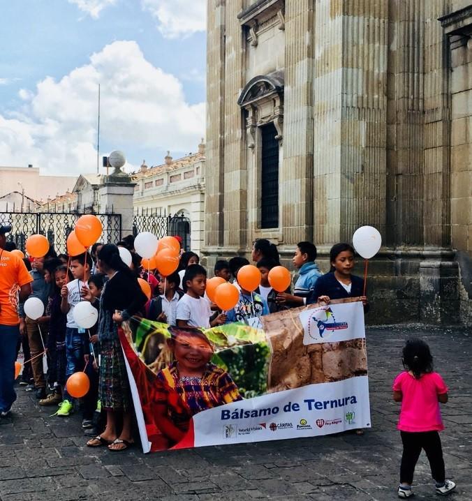 En la Catedral Metropolitana se efectuó una misa para invocar la paz. (Foto Prensa Libre: @WorldVisionGt)