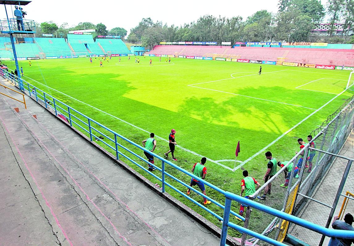 El estadio Manuel Felipe Carrera es la sede donde los rojos jugarán sus encuentros como locales. (Foto Prensa Libre: Hemeroteca PL).