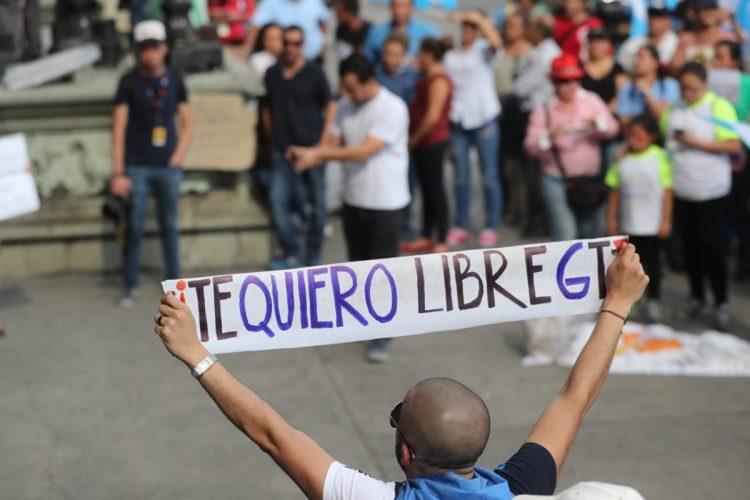 La protesta se organizó luego de que FCN, partido de gobierno, fuera señalado por actos de corrupción