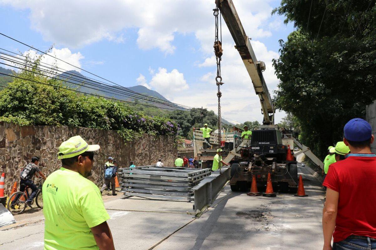 Instalan puente bailey en ruta de Pastores a Jocotenango, pero el paso sigue restringido