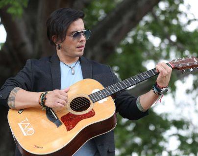 Tavo Bárcenas ha destacado en la escena artística nacional gracias a su trabajo, constancia y talento vocal. (Foto Prensa Libre: Keneth Cruz)