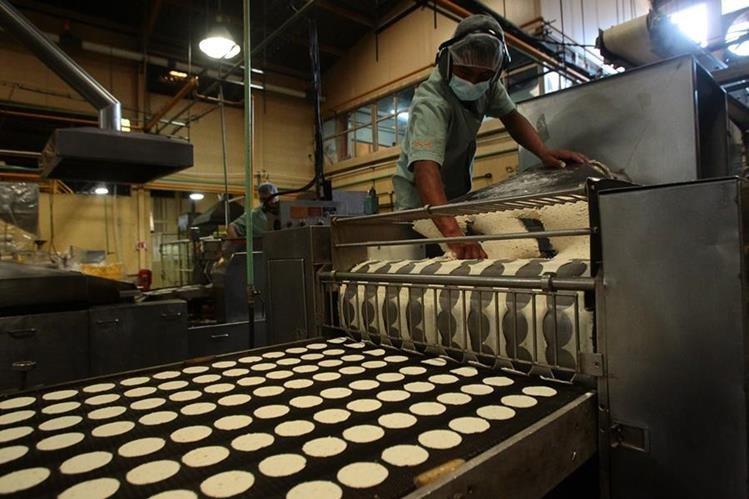 El ministro de Economía, Acisclo Valladares Urruela afirmó que la OPIC otorgará un préstamo por US$200 millones para apoyo a pequeñas y medianas empresas. (Foto Prensa Libre: Hemeroteca)