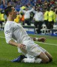 Cristiano Ronaldo fue la figura del Real Madrid al anotar un triplete para la clasificación del equipo merengue a semifinales. (Foto Prensa Libre: AP)
