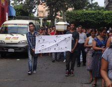 Escenas de dolor y consternación se vivieron en el sepelio de Éver Alfredo Hernández Ortiz, que recorrió las principales calles de Samayac. (Foto Prensa Libre: Omar Méndez)