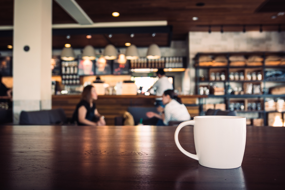Conocer el modelo de negocio, definir quien lo atenderá, capacitación, cursos de barista así como calcular el costo de la taza son parte de los pasos a seguir. (Foto, Prensa Libre: Shutterstock).