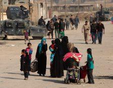 Familias iraquíes desplazadas en Mosul regresan a sus hogares.(Foto Prensa Libre:AFP).