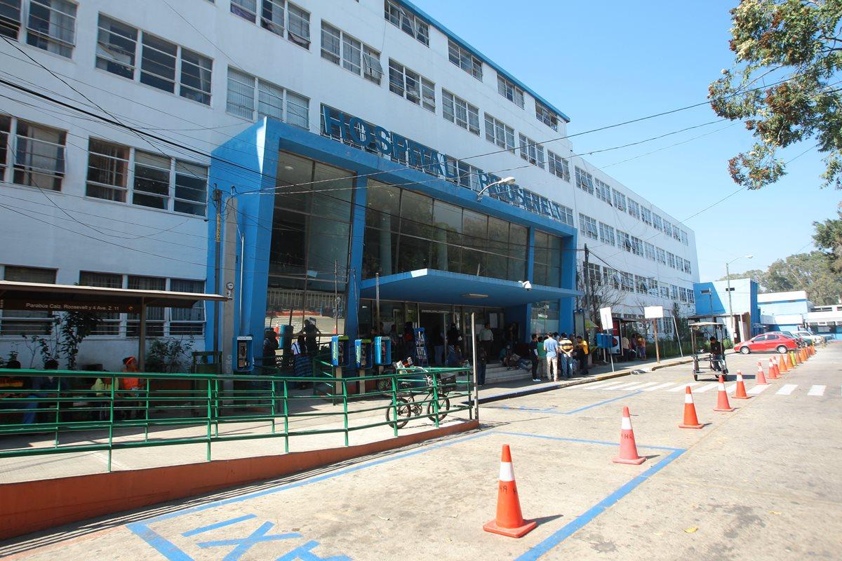 El supuesto robamotos permanece en el  hospital Roosevelt.(Prensa Libre: Hemeroteca PL)