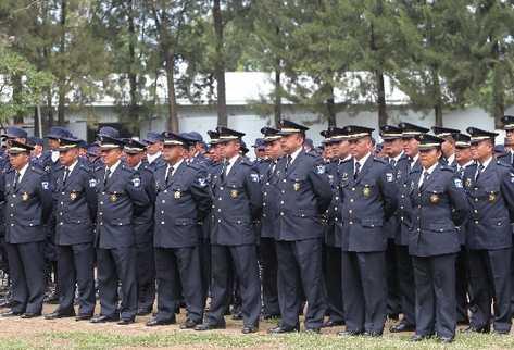 Los aspirantes a oficial deben pasar pruebas académicas, psicológicas y someterse al detector de mentiras.