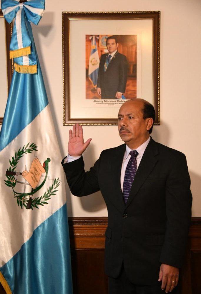 Luis Enrique Arévalo Girón es juramentado como primer viceministro de Gobernación. (Foto Prensa Libre: Gobierno de Guatemala)