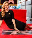 Amy Adams con su estrella en el Paseo de la Fama de Hollywood. (Foto Prensa Libre: AP)