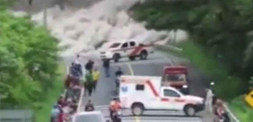 Bomberos que grabaron video en puente Las Lajas relatan momento de angustia