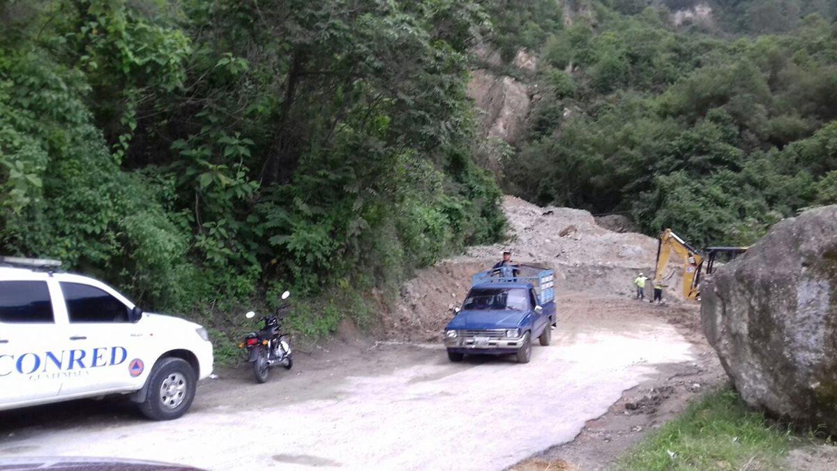 Habilitan un carril en ruta afectada por cerro Lec